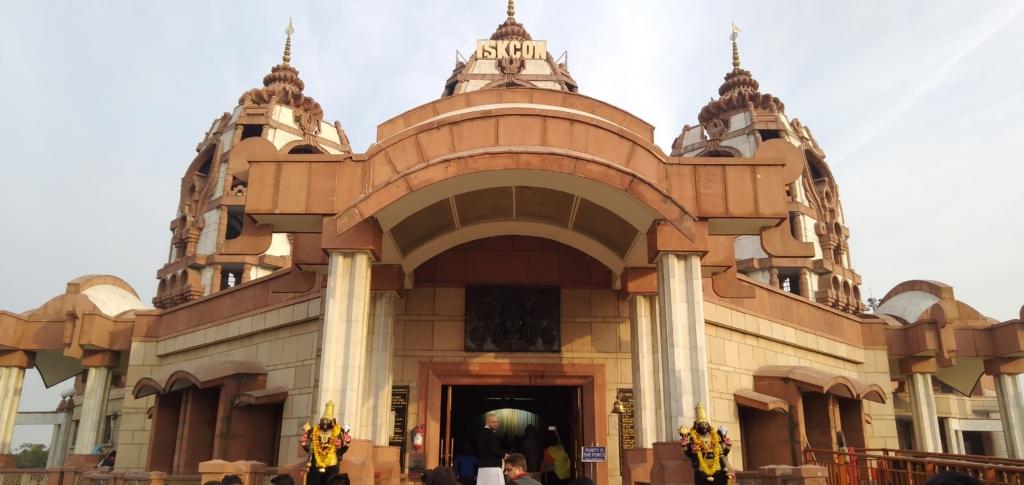 iskcon temple delhi architecture
