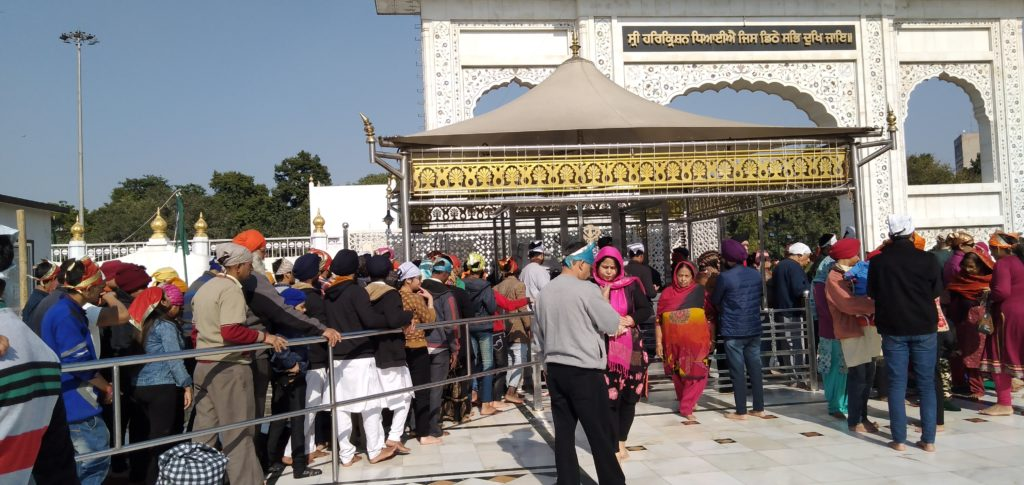 Reach to Gurudwara Bangla Sahib