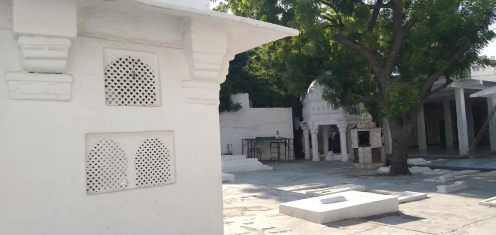 Chirag Delhi Graves