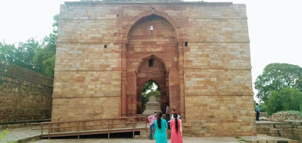 tomb of iltutmish architecture