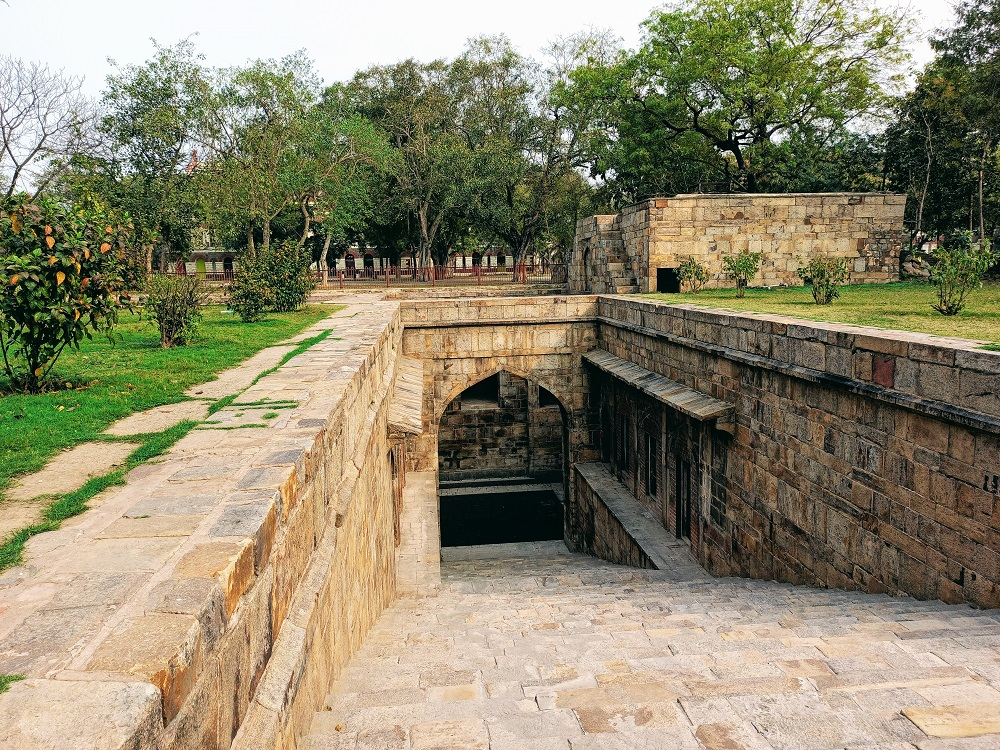red fort Baoli